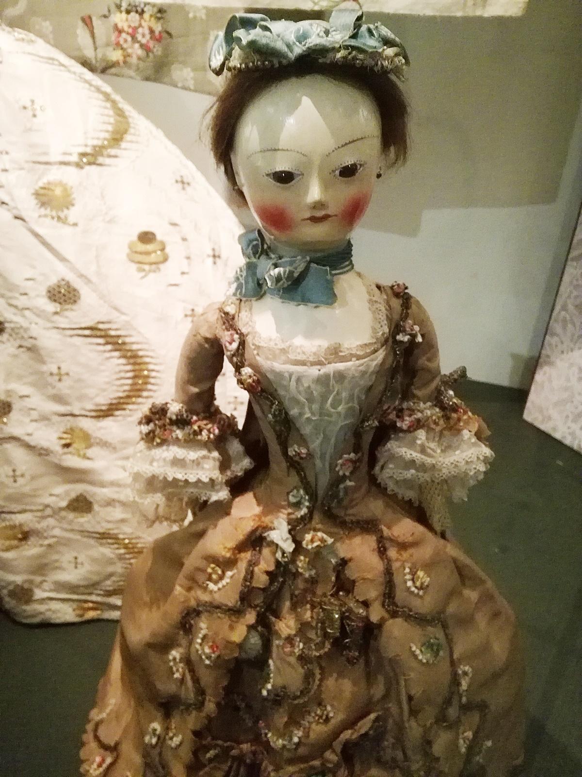 Fashion Design 1750 to the present, Victoria Albert museum, London Fashion Week