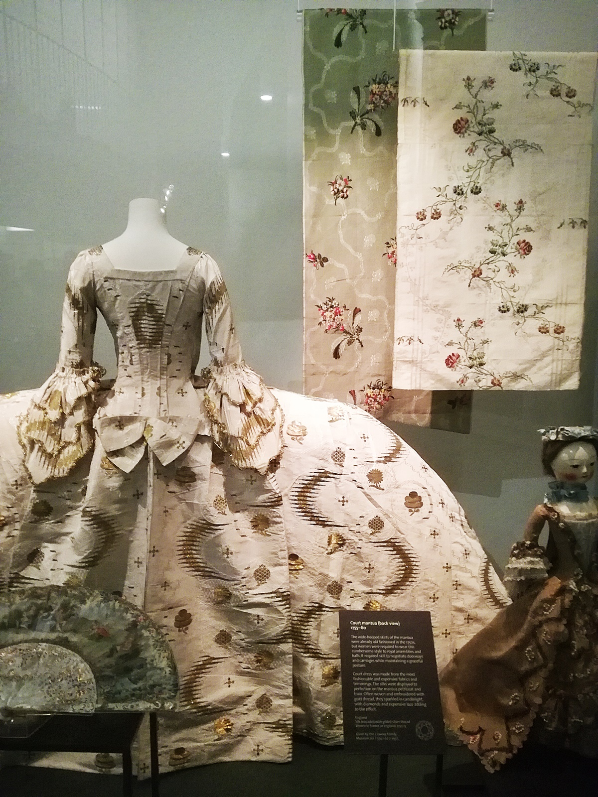 Fashion Design 1750 to the present, Victoria Albert museum, London Fashion Week