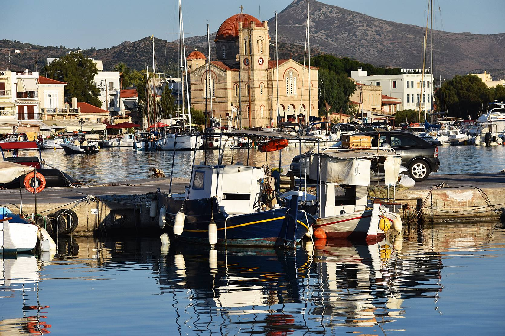 Aegina port, photo credits Think-Feel-Discover.com